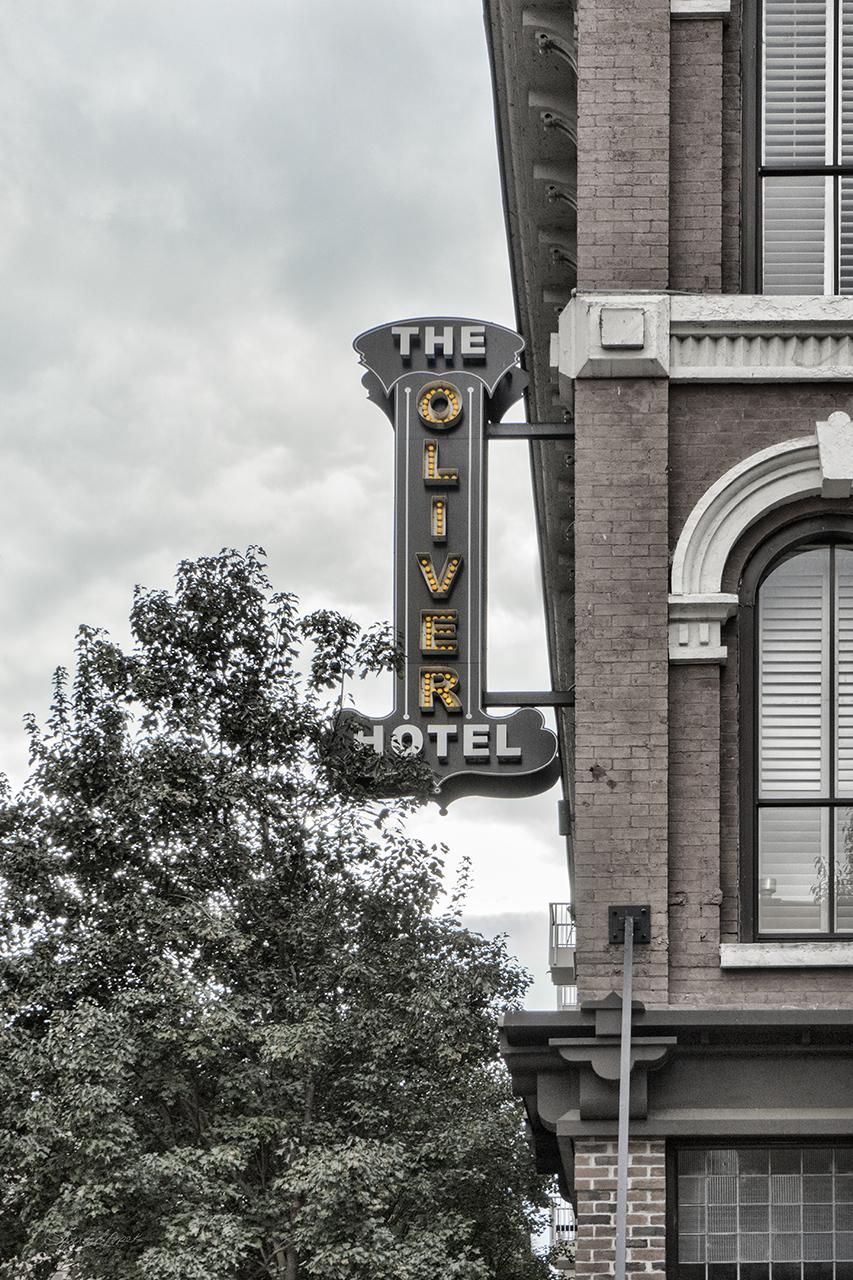 Oliver Hotel Sign