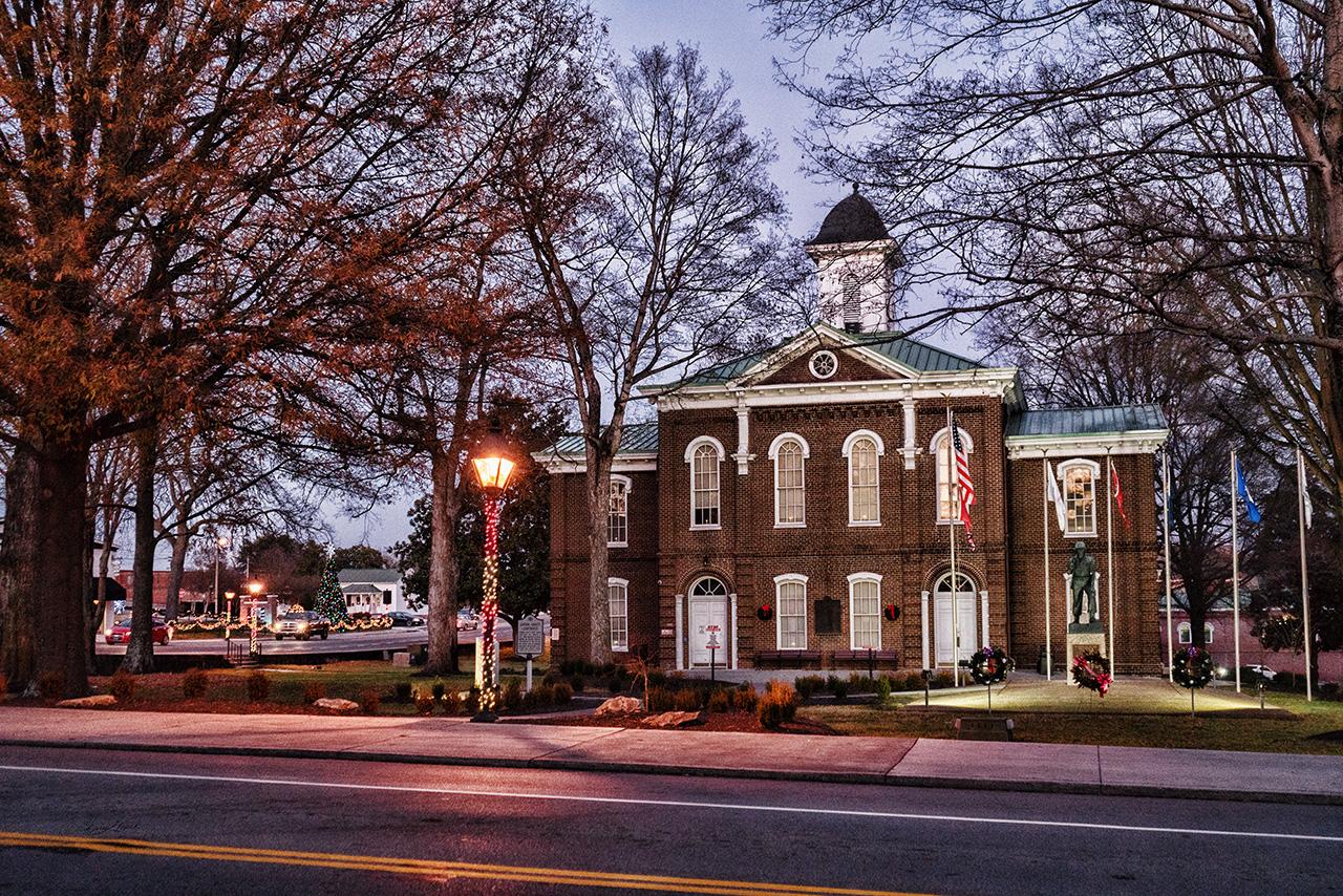 Christmas Loudon Courthouse
