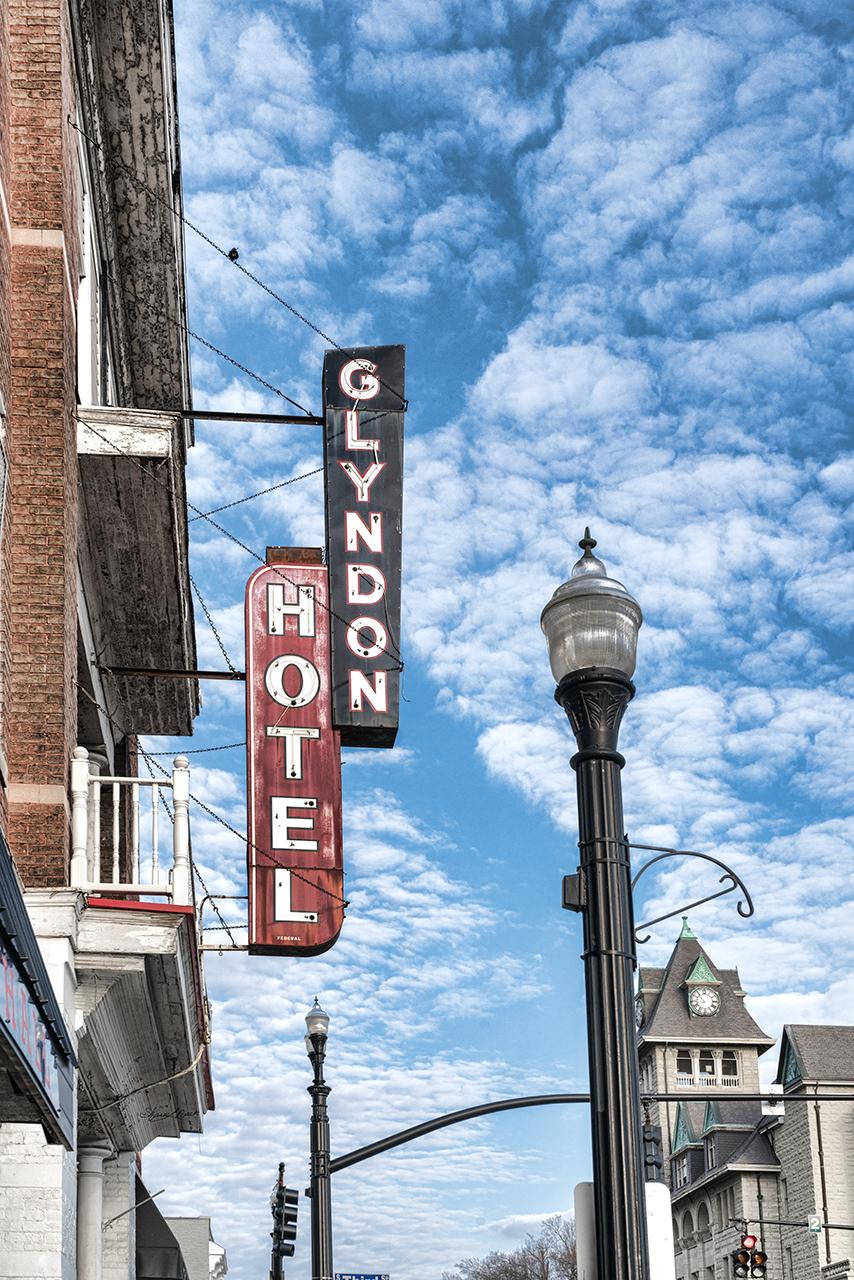 Glyndon Hotel Sign